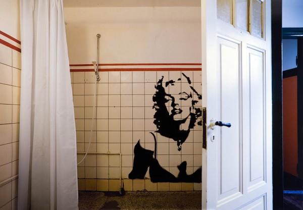 Graffiti 759-1-1, oil on Kodak Endura Metallic print, 150 x 100 cm, 2009