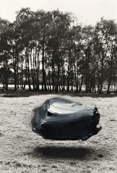 Objekt 4-24-a, oil on silver gelatine print, 13 x 9 cm, 1995